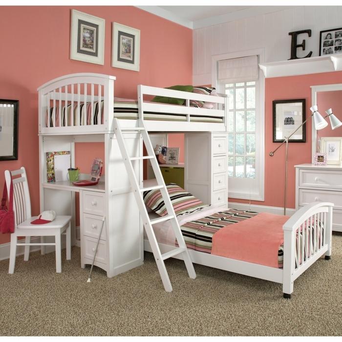 dormitorios juveniles, habitación con litera doble y escritorio blanco, paredes color melocotón, cuadros