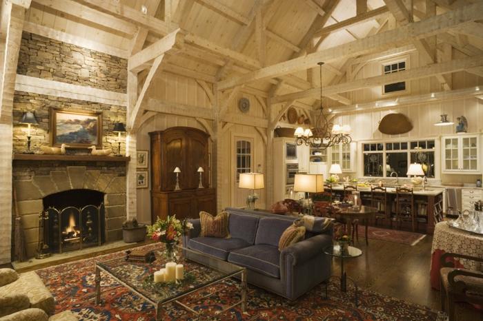 mueble salon, salon rústico, sofá azul. techo de vigas, alfombra, alacena y comedor
