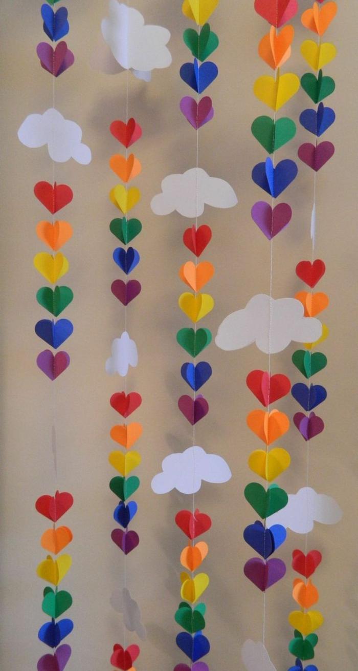 decoracion fiestas, guirnalda flotante con nubes y corazones multicolor