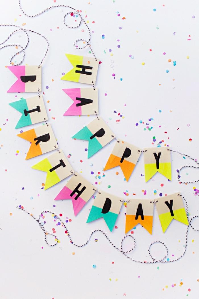 fiesta facil, guirnalda con letras, cuerda y confetti