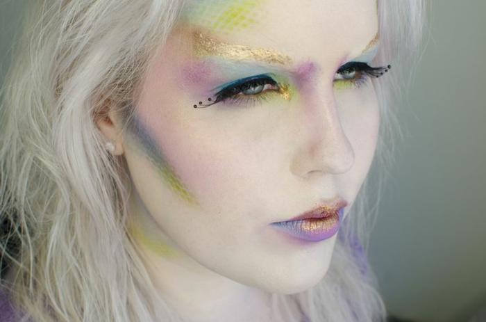 maquillaje bruja, la hada buena, maquillaje en colores pálidos y suaves, cejas en brocado color de oro