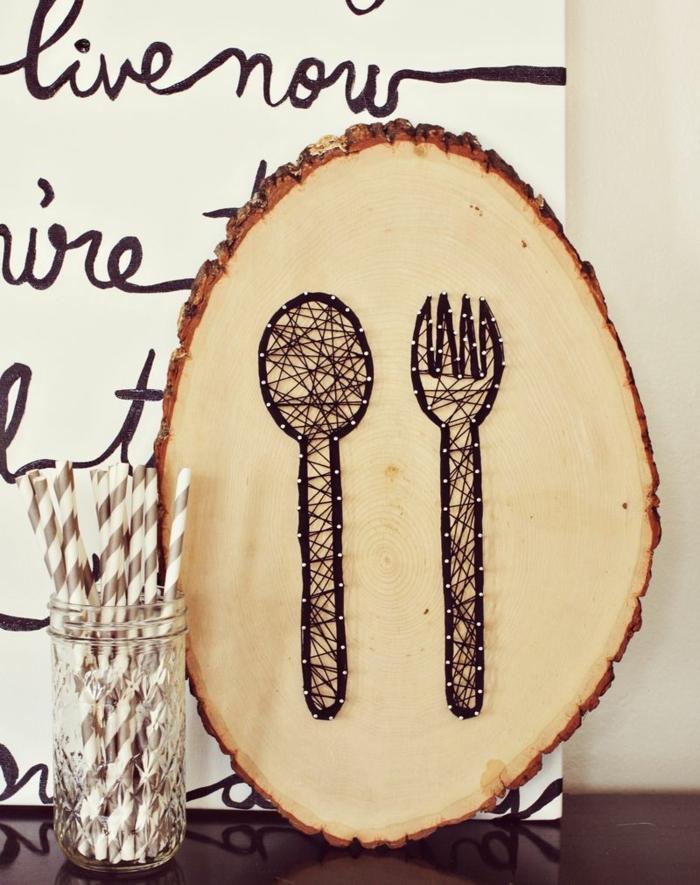 manualidades faciles, decoracion en madera con cubiertos de cuerda y clavos