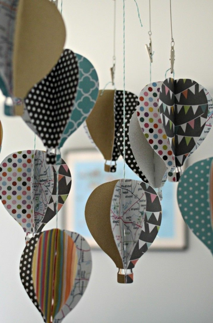 manualidades con cartulina, decoración con globos de papel colgantes