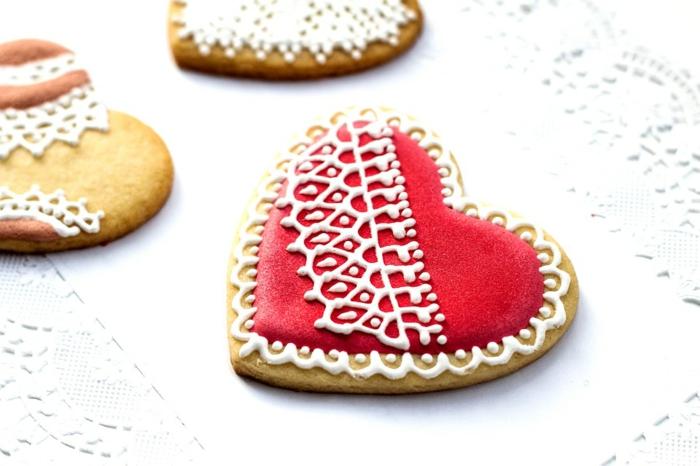como hacer adornos de navidad, bizcochos corazones, ornamentos de encaje
