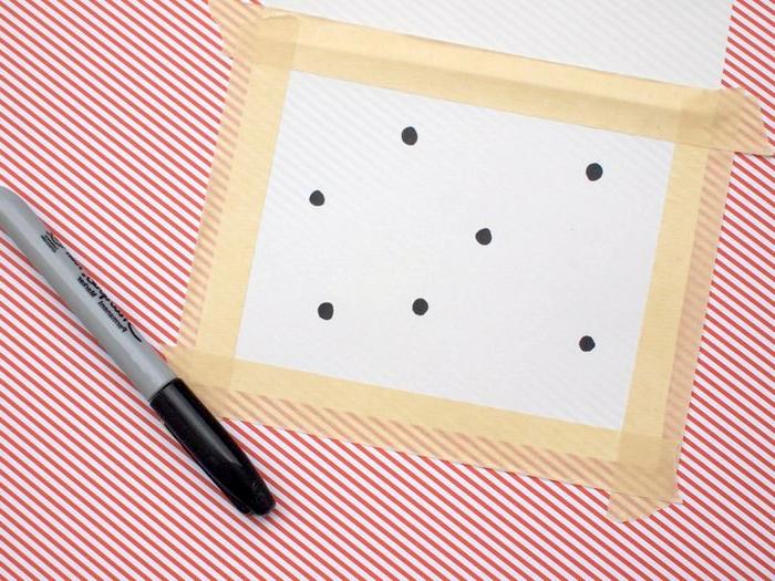 manualidades faciles para niños, hacer proyecto de estampas, puntos negros