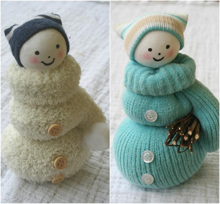 manualidades sencillas, muñecas de guantes-blanco-azul-caras-pintadas
