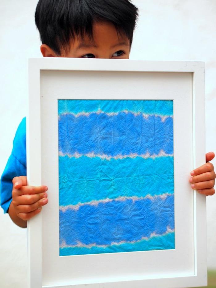 manualidades faciles para hacer en casa, toallas de papel coloradas, cuadro decorativo