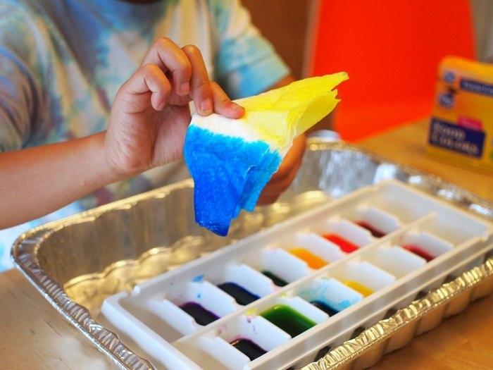 manualidades faciles, pintura de agua, bandejas de cubitos de hielo