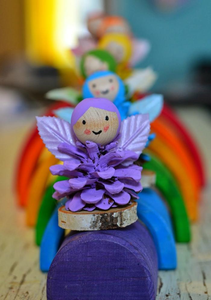 manualidades faciles, pequeñas figuras caseras, hadas en colores del arco iris