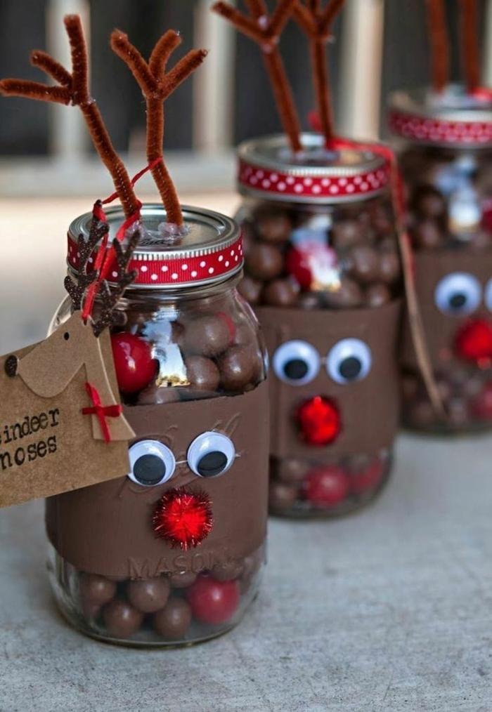 decoración de navidad, frascos disfrazados en ciervos, pompones rojos