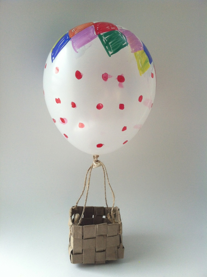 decoracion cumpleaños, juguete globo aerostático hecho de globo de látex y canasta