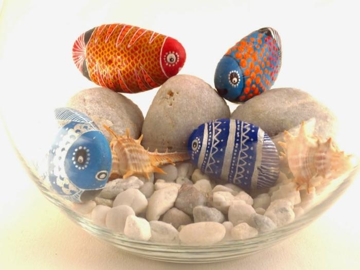 manualidades de papel, decoración con piedras pintadas de peces