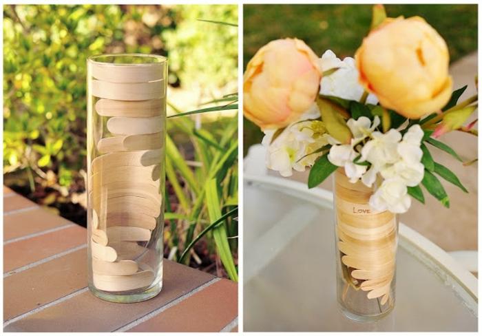 manualidades de papel, florero de vidrio decorado con palitos de madera
