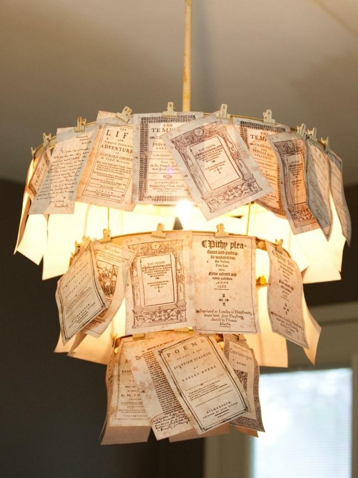 manualidades de papel, lámpara de araña decorada con papeles vintage