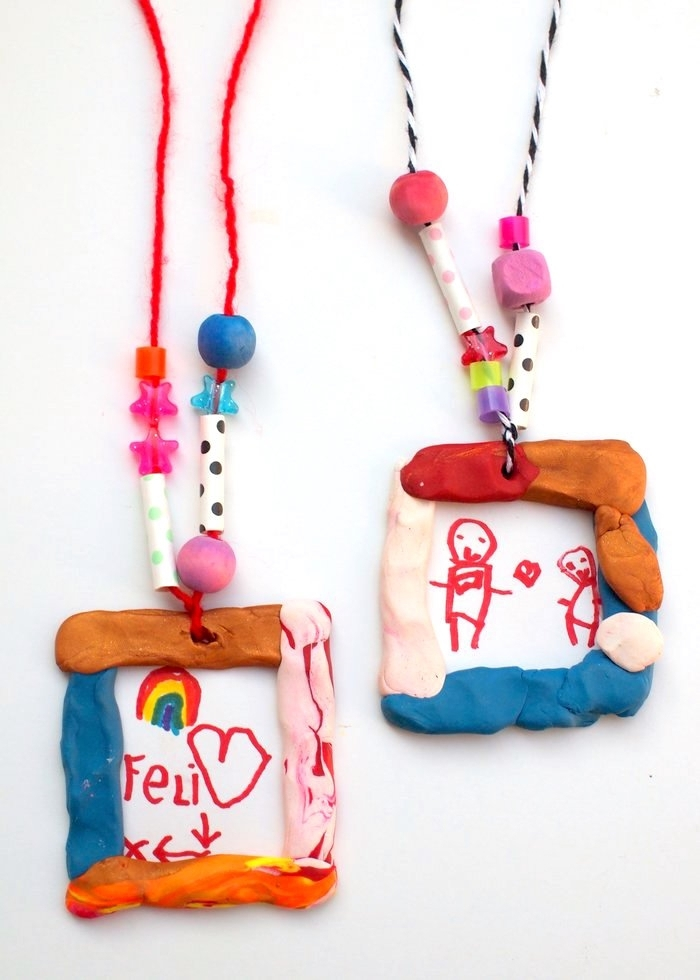manualidades recicladas, ornamento de plastilina, dibujo hecho de tu niño