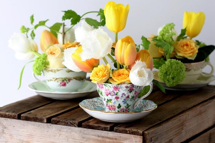 manualidades faciles de hacer, decoracion con amcetas de tazas con tulipanes amarillos