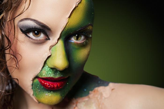 bruja halloween, mujer de dos caras, media cara pintada en verde con brocado, labios muy rojos, lentes de contacto
