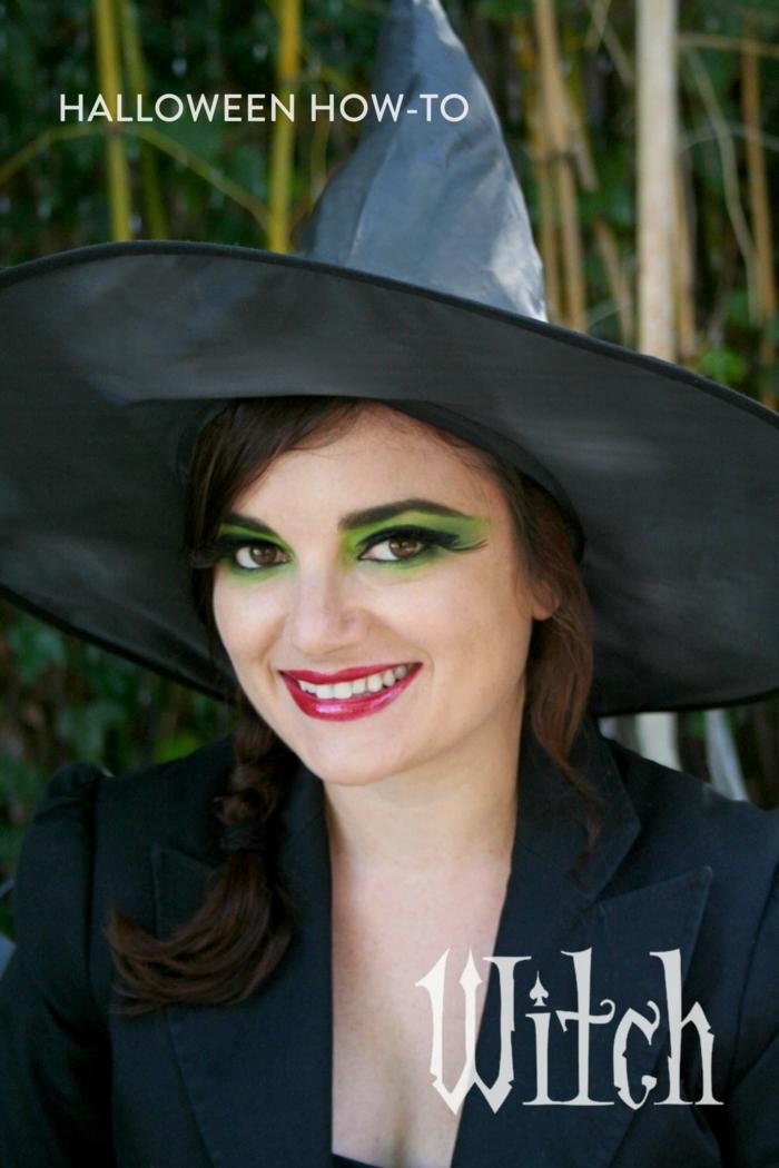 bruja halloween, maquillaje muy sencillo, labios rojos, ojos en verde claro, largas pestañas postizas
