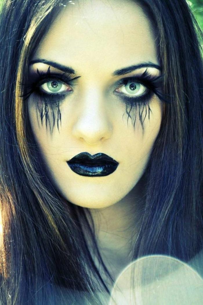 imagines de brujas, hechicera zombi, pestañas postizas en los párpados superiores, dibujados en los inferiores, labios en negro