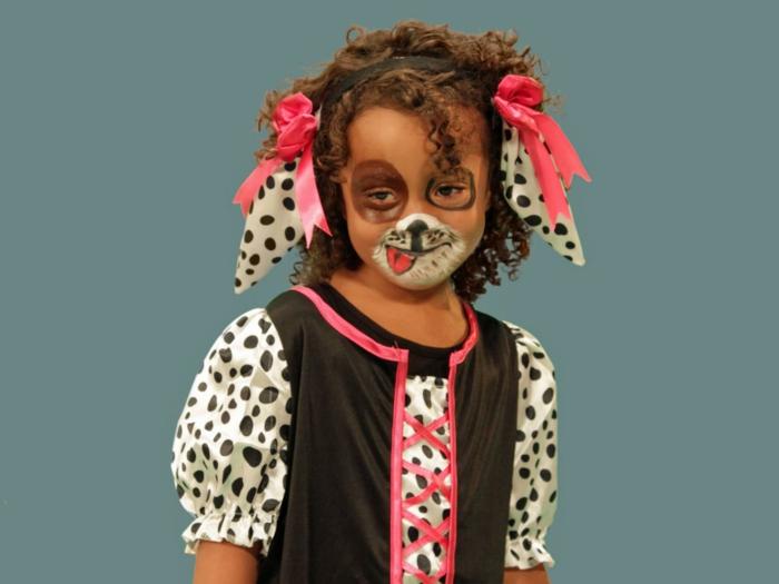 maquillaje para halloween, niña maquillada y vestida de perrito