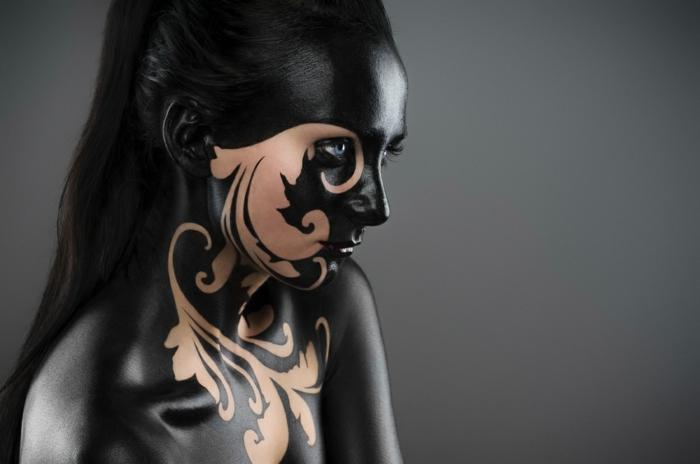 maquillaje de bruja, pintura corporal en todo el cuerpo, idea original para este halloween, maquillaje en negro