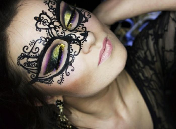 maquillaje para halloween, ornamentos dibujados con delineador líquido negro, sombras en dorado y lila