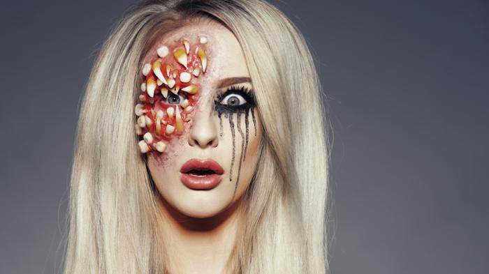 maquillaje vampiresa, maquillaje media cara con dientes y sangre alrededor del ojo