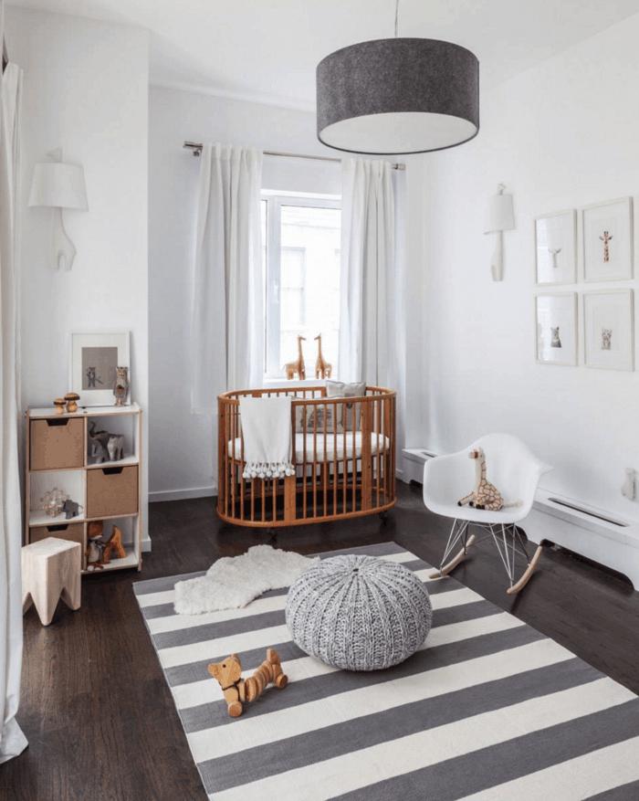 dormitorios juveniles baratos, habitación bebé en gris y blanco, litera redonda madera, silla y peluches
