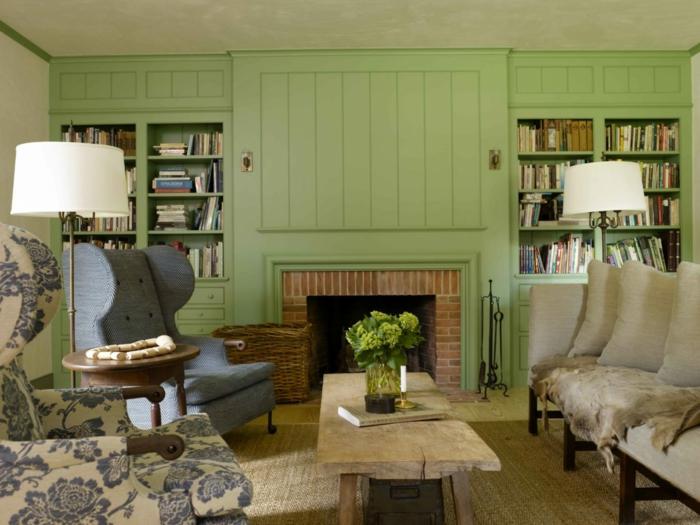 ideas decoracion, salon con mesa madera rustica, chimenea, sillones en azul, pared madera verde