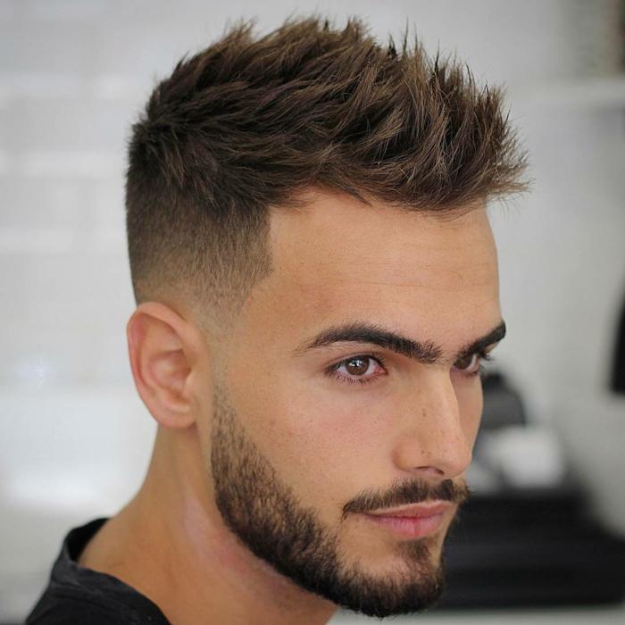 cortes de pelo hombre, peinado halcón, pelo puntiagudo, flequillo texturizado, toque de vanguardia