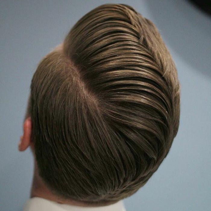 cortes de pelo corto, peinado tipo side part, en múltiples capas, color rubio oscuro