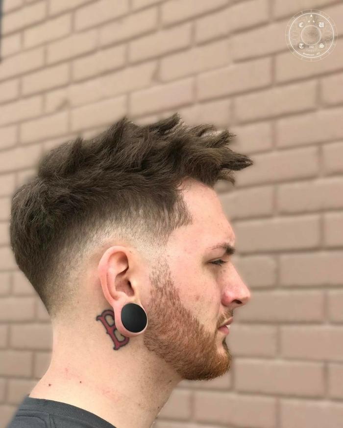 cortes de pelo hombre, pelo liso grueso con borde levantado, pelo puntiagudo