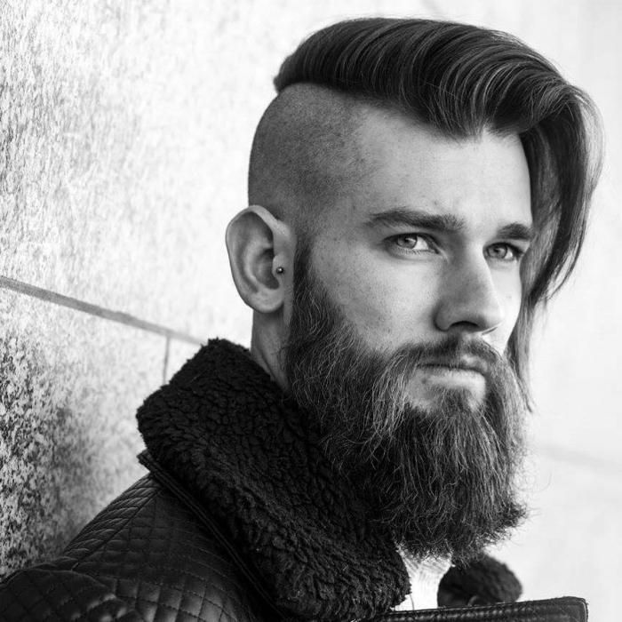 tendencias pelo 2018, estilo hipster, barba gruesa y larga, undercut con larga franja a un lado