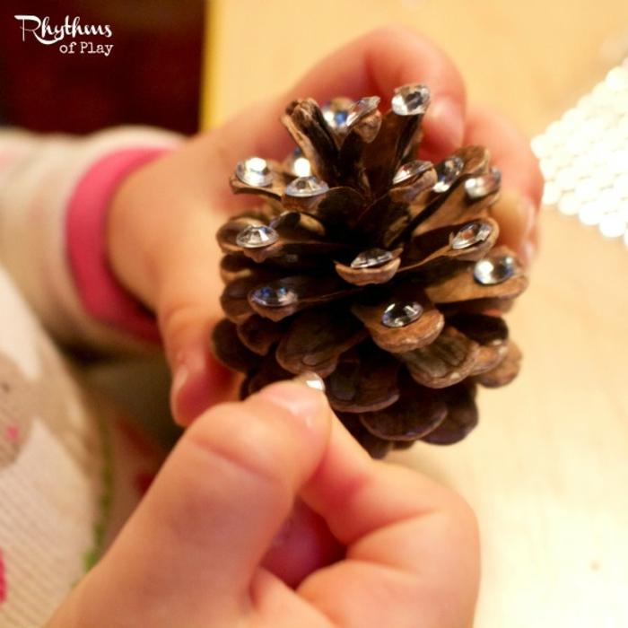 talleres para niños, manualidad fácil para el ocio, decoración de piñas
