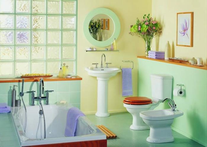 cuartos de baño pequeños, colores suaves, baño provenzal, decoración de flores