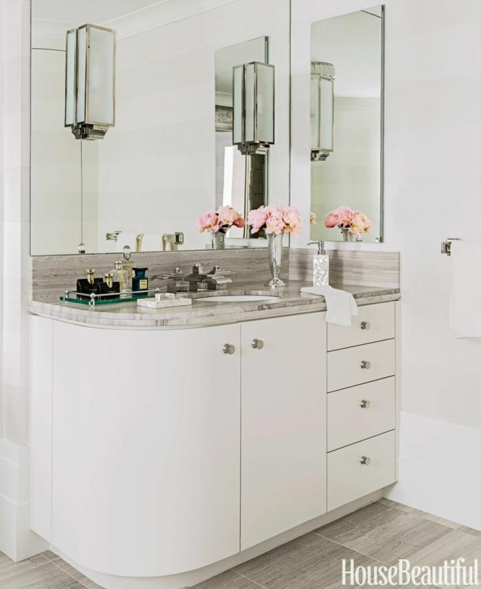 cuartos de baño pequeños, esquinas curvadas, peonias para decorar, color blanco