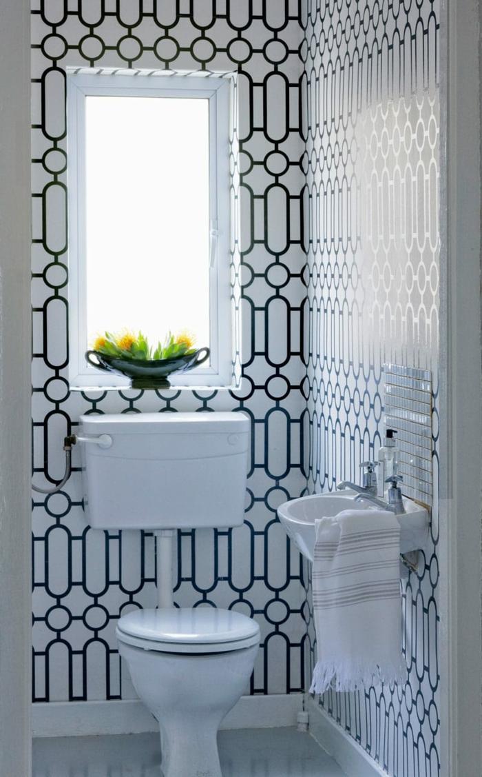 decoracion baños pequeños, azulejos ornamentados, interior simple