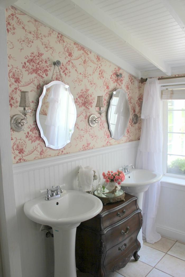 decorar baños pequeños, paredes decoradas, espejos colgados en simetría