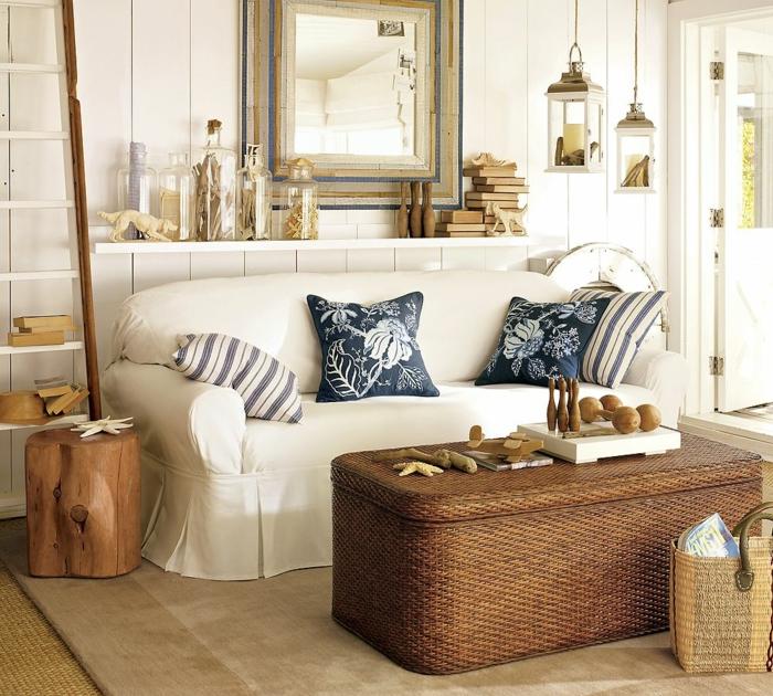 decoracion salones modernos, salón oequeño rústico con sofá blanca y mesa caja de rattan, espejo y decoración con linternas colgantes