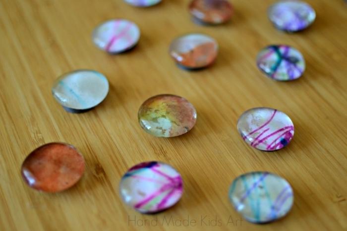 pequeocio, manualidad fácil, como decorar esferas de cristal, diferentes colores