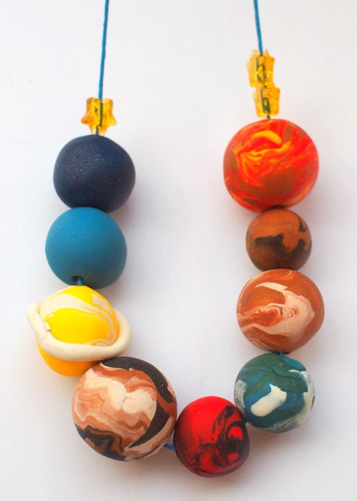 pequeocio, manualidades de arcilla, bolas artesañales, colores mixtos