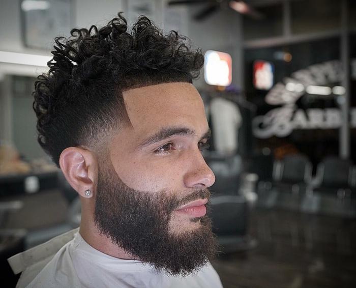 peinados pelo largo, pelo rizado, rapado en los laterales, flequillo corto recto, barba media
