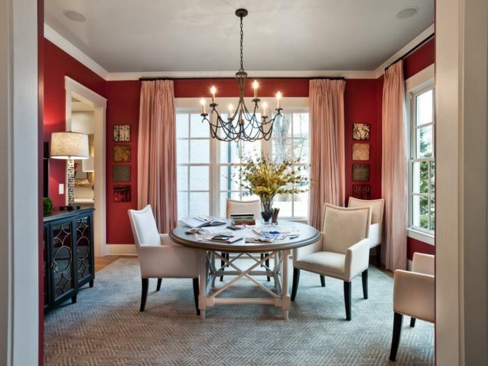 cortinas salon, sala de estar acogedor con comedor, cortinas modernas en color rosa, alfombra gris y paredes en rojo