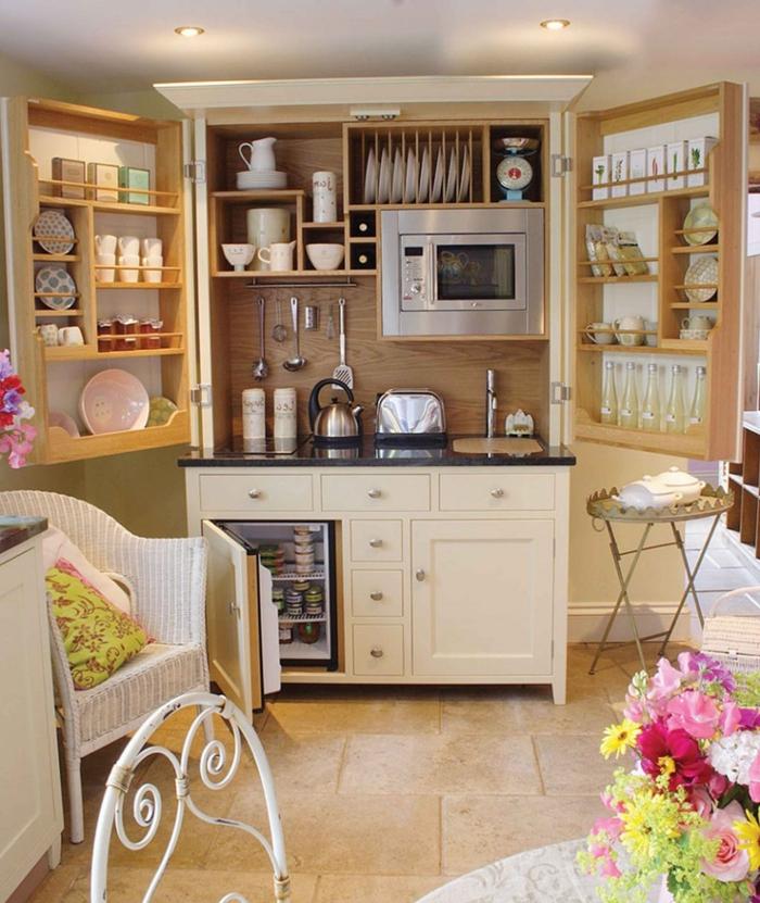 diseñar cocina, interesante ejemplo de armario abierto con estantes empotrados, cocina, cálida, colores pastel