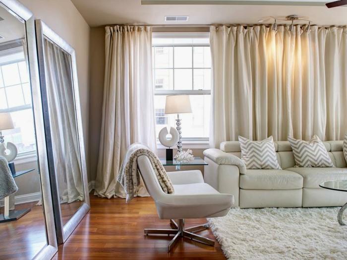 cortinas para salon, tendencias 2018 en las materias, cortinas de algodón largas, muebles cómodos en blanco, grandes espejos vintage