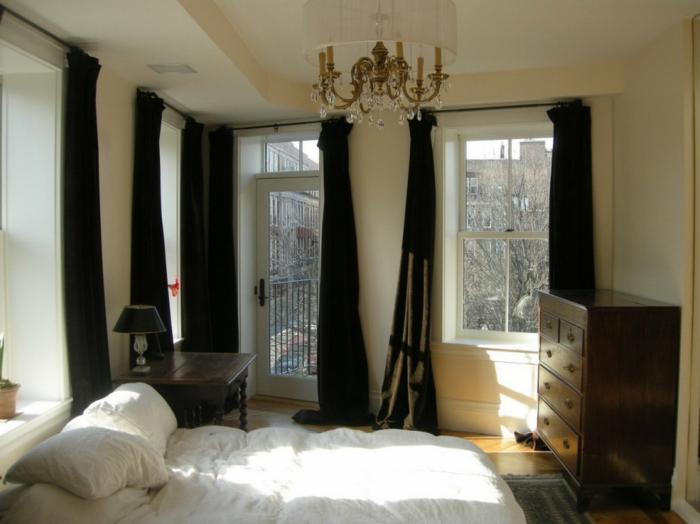 cortinas dormitorio matrimonio, elegantes cortinas sólidas en negro que dan toque de elegancia al dormitorio, muebles de madera oscura