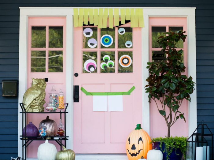diy decoracion, dibujos de colores para la puerta, puerta color rosa, calabazas decorativa en diferente colores