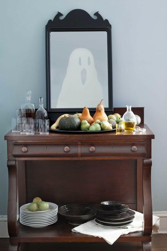 manualidades halloween para niños, decoración de calabazas enanos, cuadro infantil con fantasma que parece a espejo, armario de madera vintage