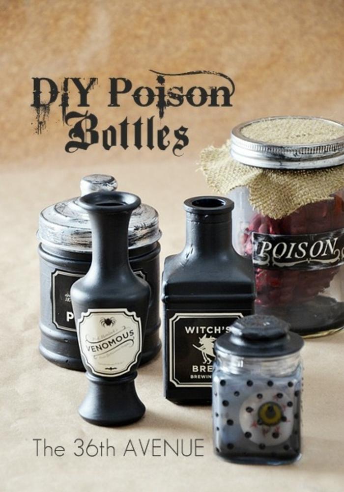 cosas de halloween, botellas y frascos con pócimas pintados en colores oscuros con dibujos de brujas, idea original y fácil