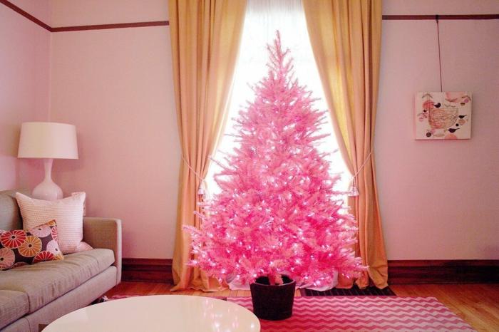 arbol de navidad decorado, pino artificial en rosado chillón, decoración de bombillas, habitación en tonos pasteles